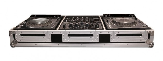 Flight case Road Ready RRCDJ200012W